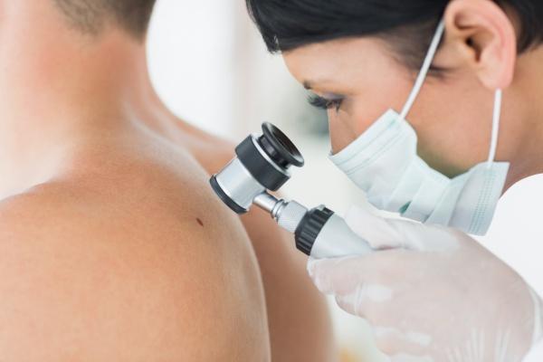 vörös foltok viszketés jelentek meg az arcon pikkelysömör kezelésének kezelési rendje metotrexáttal