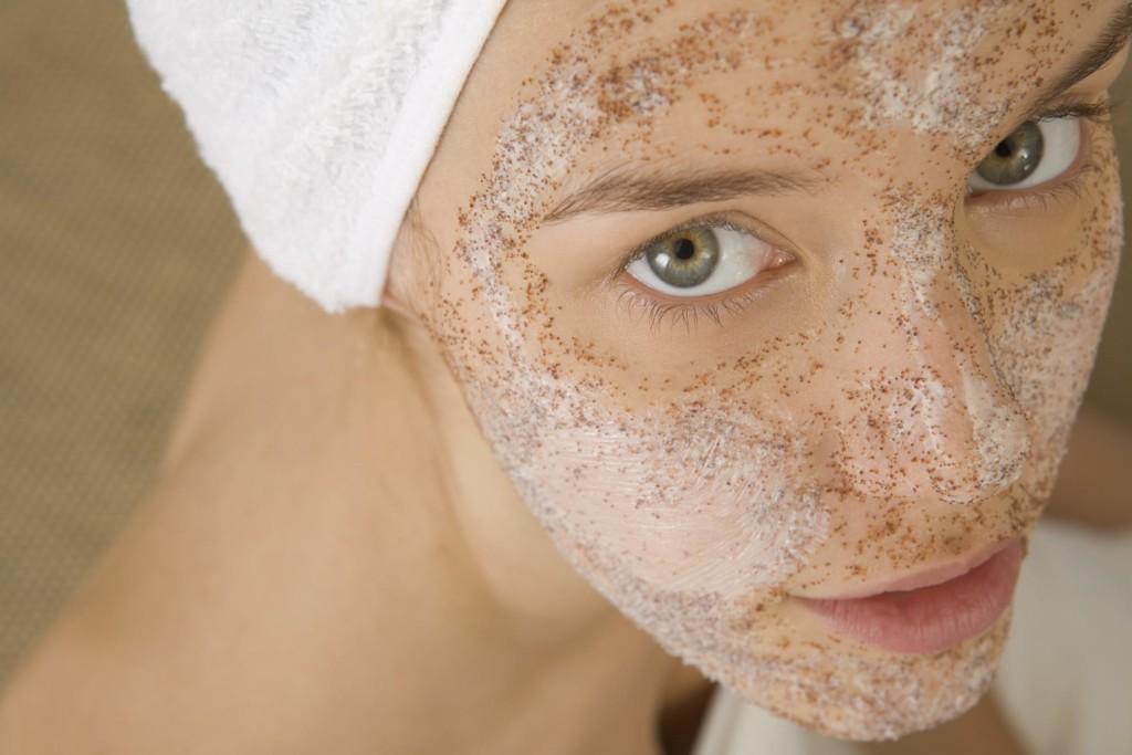 vörös foltok az arcon vízzel történő mosás után a gyomorban vörös folt viszket és növekszik