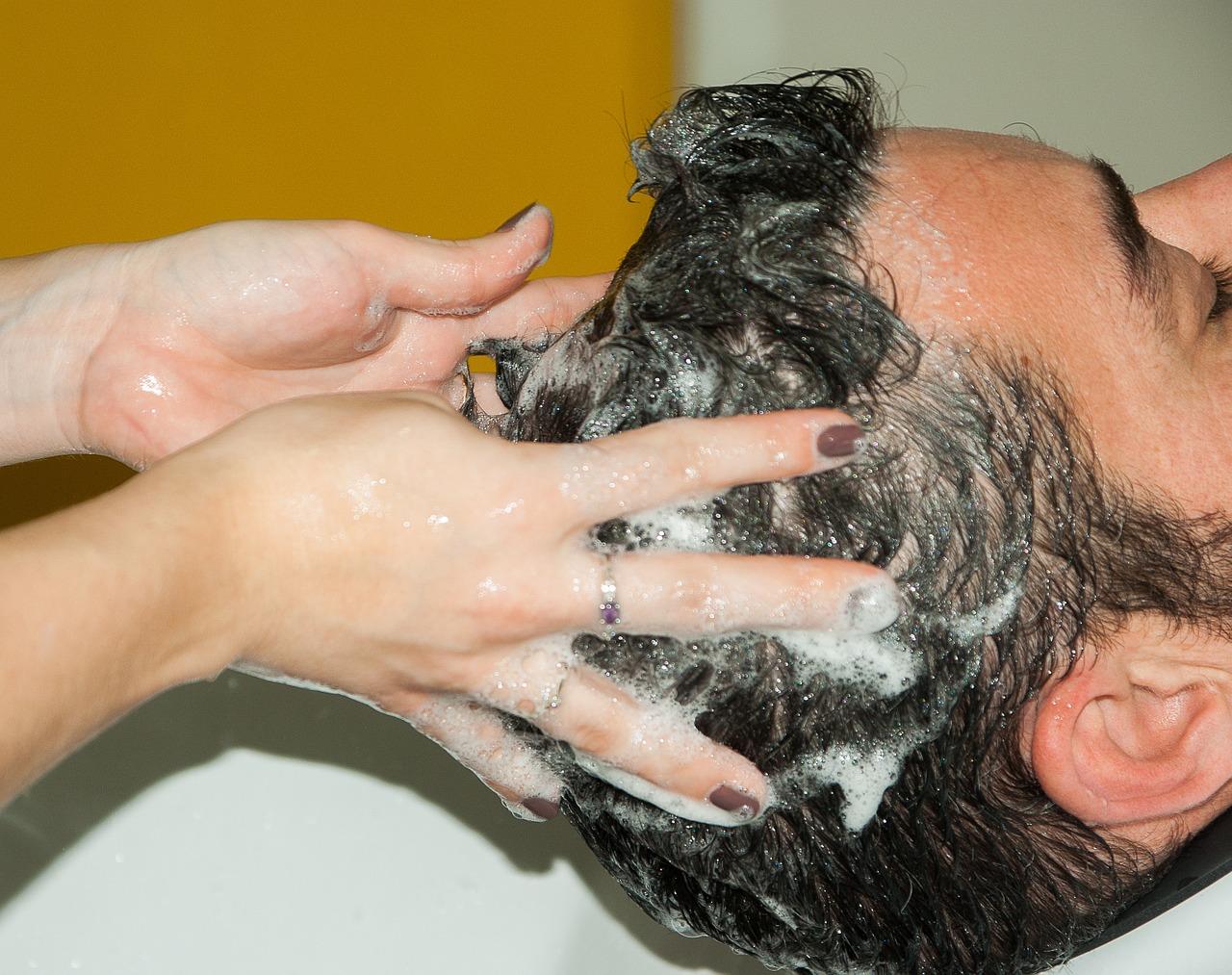 pikkelysömör tünetei és kezelése a fejen fotó bőrkiütés vörös foltok formájában viszket fotó